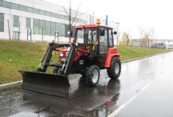 Оборудование погрузочное ОП-300 на тракторе МТЗ-320