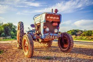 Старый трактор FORD